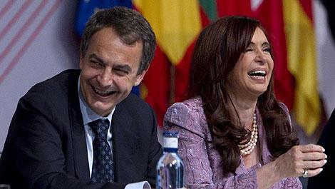 Zapatero y Cristina Kirchner durante la clausura de la Cumbre UE-América Latina. | A. di Lolli