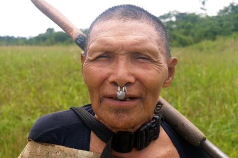 Hombre Murunahua en contacto inicial, Río Yurúa. | UAC