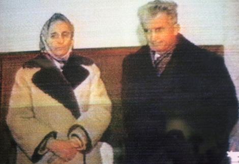 Siguen desenterrando cadaveres, ahora les toco a los Ceaucescu de Rumania 1279694297_0