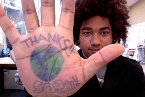Facebook ha creado un álbum con sus trabajadores agradeciendo el  récord. | FOTOS