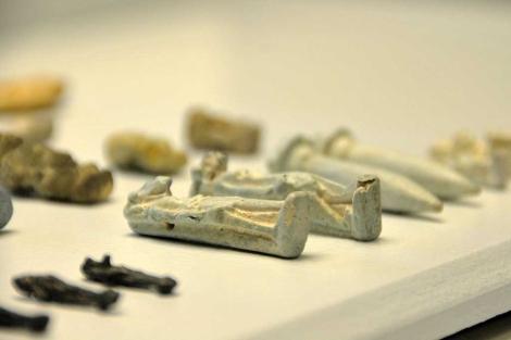 Algunas de las piezas fenicias que expone el Museo de Cádiz. | Cata Zambrano