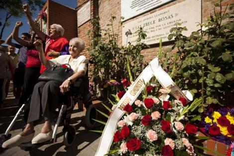 Homenaje a las '13 Rosas' en el Cementerio de la Almudena | ELMUNDO.es