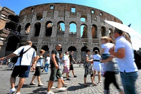 El Coliseo, rodeado de turistas