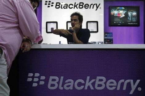 Tienda de BlackBerry en Mumbai.  Reuters