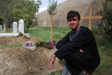 Abdul Sami, en el cementerio cristiano de Kabul.   M. B.