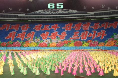 Miles de coreanos participan en los Juegos Arirang, exhibición artística de la dictadura.| David Jiménez