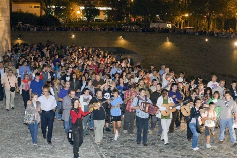 El pueblo se echó a la calle para despedir a José Antonio Labordeta. | Efe