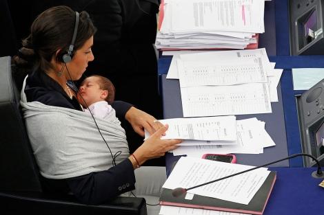Licia Ronzulli, durante la votación en el pleno. | Reuters