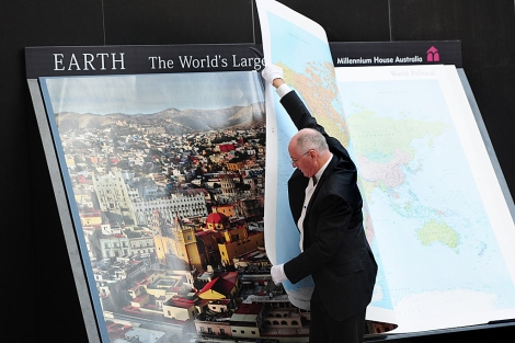 Gordon Cheers, con su atlas. | AFP