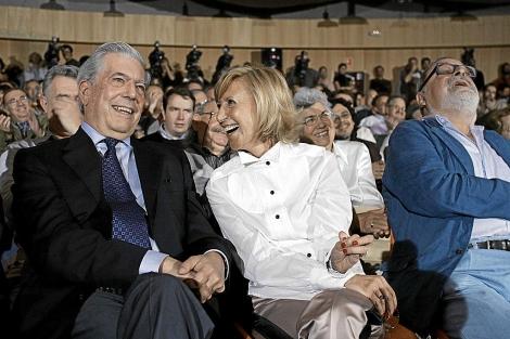 Mario Vargas Llosa, Rosa Díez y Fernando Savater, en el acto de fundación de UPyD.   Javi Martínez