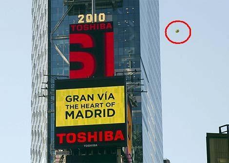 Imagen de uno de los globos soltado por el Ayuntamiento en N.Y..