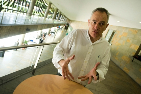 El director de la BIAU, Juan Luis Isaza, durante una entrevista en Medellín | Federico Ríos
