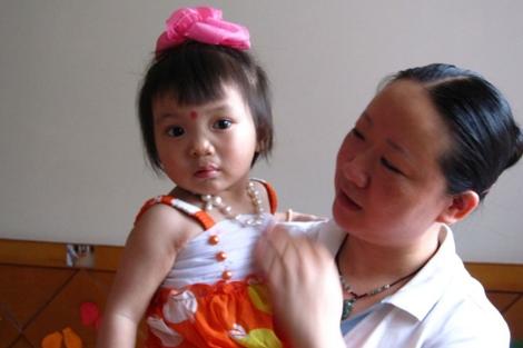 Una niña, en un orfanato chino. | Foto: ACI