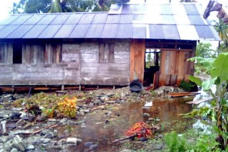 Estado en el que han quedado algunas de las viviendas afectadas por el tsunami en Papai Utara ( Indonesia). | Afp