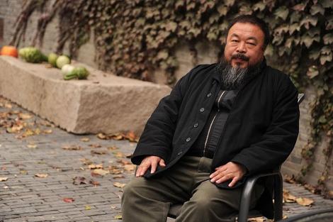 Ai Wei Wei en su casa de Pekín, este 7 de noviembre, tras su arresto domicilario. | Peter Parks