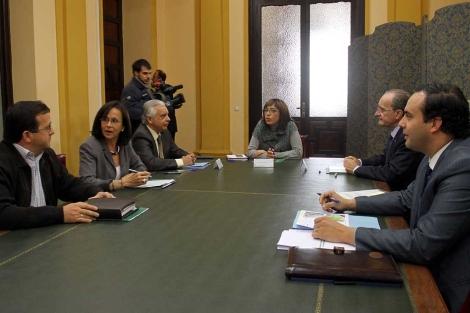 Imagen de la reunión mantenida este lunes. | Carlos Díaz