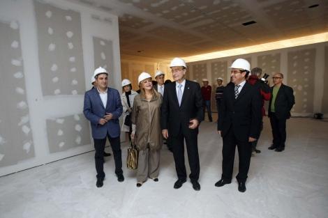 El alcalde Francisco de la Torre y la baronesa Thyssen en el Palacio Villalón. | J. Domínguez