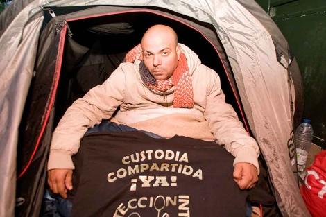 Inicia una huelga de hambre para lograr la custodia compartida de sus hijos. 1291746574_0