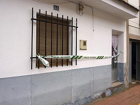 Fachada del domicilio donde se produjo el asesinato. | Efe
