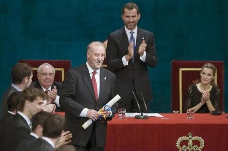 Vicente Del bosque recoge el premio principe de Asturias