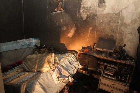 Estado en que ha quedado una de las habitaciones tras el incendio. | C. Márquez