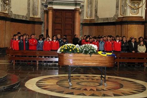 La iglesia Arciprestal de Vila-real ha acogido el funeral del chico, este lunes. | E. Torres