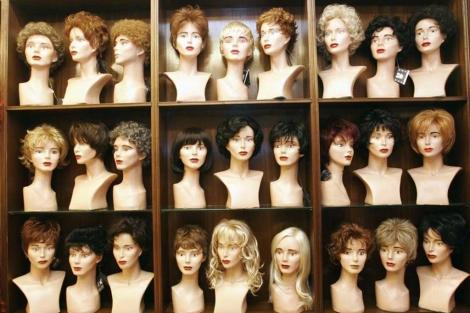 Imagen de una tienda de pelucas.| B. Cordón