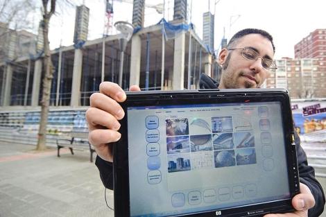 Iker Manceñido, responsable del área de desarrollo de Iparbit muestra el dispositivo. | Patxi Corral
