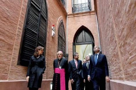 Francisco Camps junto al arzobispo, Carlos Osoro, y el conseller Font de Mora | E.M.