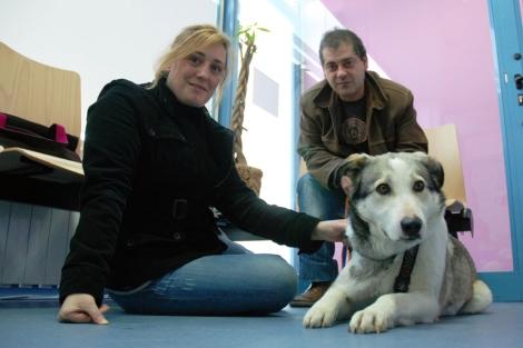 Laura y Francisco con Dulcinea.| El Refugio