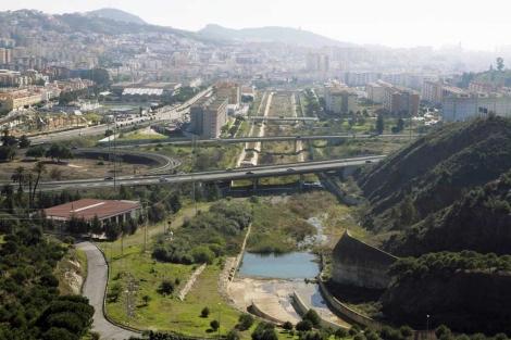 Vista general del río Guadalmedina a su entrada a la ciudad. | J. Domínguez