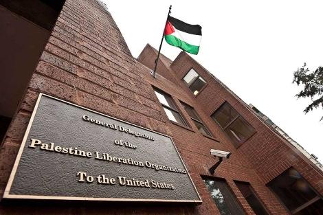 La bandera palestina ondea en la OLP en Washington. | Afp