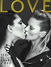 Kate Moss y su polémico beso.   Love