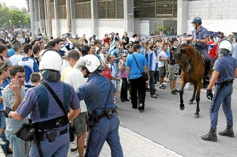 Actuación policial en un partido del Hércules, en Alicante. | Ernesto Caparrós