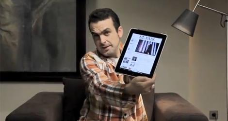 Nacho Vigalondo, en su 'spot' para 'El País'.