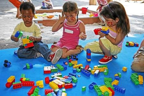 Los niños europeos reciben peor atención de sus padres por la ...