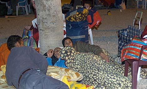 Damnificados duermen a la intemperie la pasada noche. | Efe