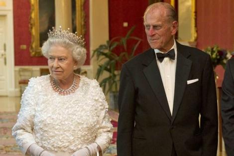 La reina Isabel II y su marido, el duque de Edimburgo. | Gtres