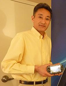 Hirai con la PS Vita | Pablo Romero