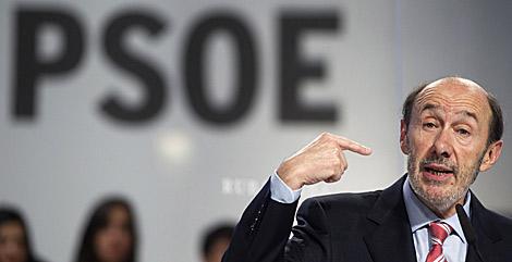 Rubalcaba, durante su discurso. | Reuters/Sergio Pérez