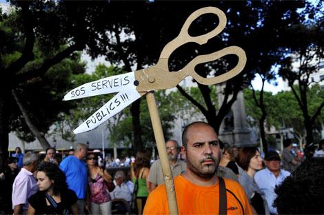 Un manifestante alerta de la emergencia en los servicios públicos. | S. C.