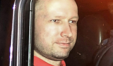 Anders Behring Breivik, tras salir de la comparecencia ante el juez. | Reuters