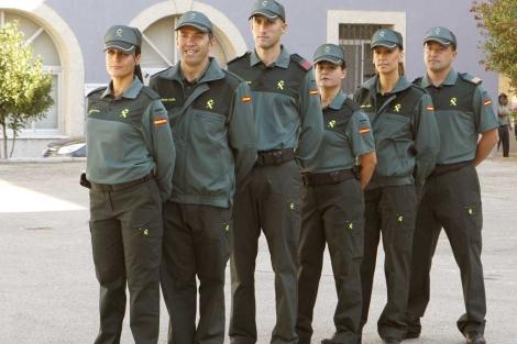 Nuevos uniformes para la Guardia Civil Moda Benemérita - Vigilantes ... 16dba46e73494