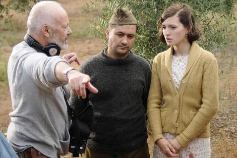 El director, Michael Radford, da instrucciones a los actores durante el rodaje. | Madero Cubero