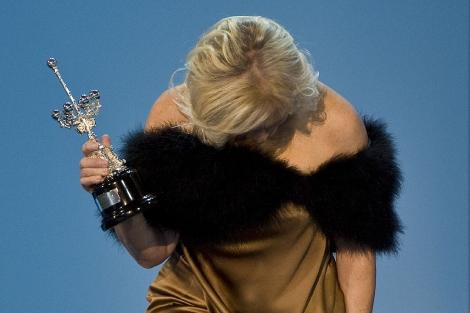 Glenn Close agradece el premio Donostia en honor a toda su carrera. | AP