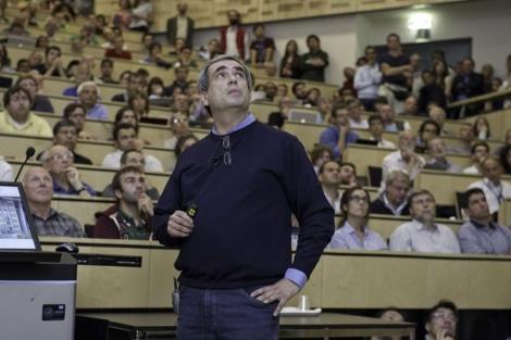 El investigador Dario Autiero durante la presentación de los resultados en Ginebra.   CERN.