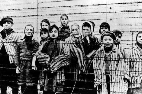 Niños judíos encerrados en un campo de concentración nazi. | E.M.
