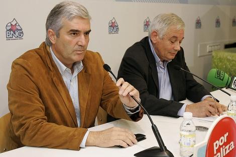 Fernando Blanco, durante su comparecencia con Guillerme Vázquez en la sede del BNG. | Efe