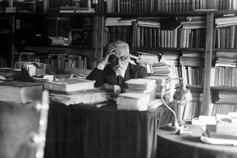 El filósofo y escritor en su despacho del rectorado de la Universidad de Salamanca.