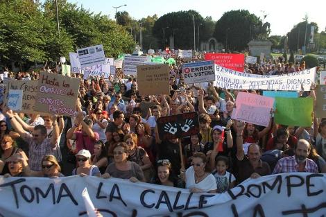 Miles de personas han participado en la manifestación de Sevilla. | Carlos Márquez